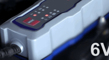 Un cargador de baterías de coche